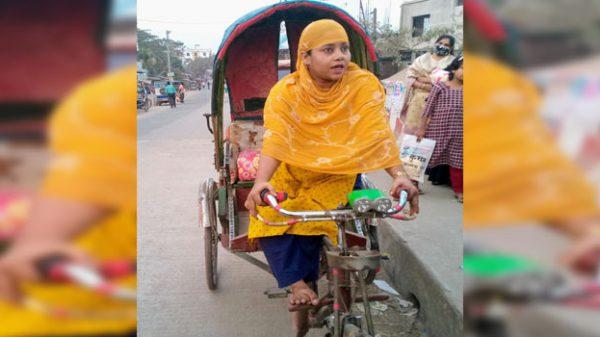 পটুয়াখালীতে রিকশার প্যাডেলে প্রতিবন্ধী রোজিনার স্বপ্ন