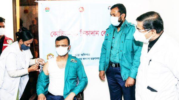টিকা গ্রহণে মনগড়া ধারণায় বিভ্রান্তি নয় : বিএমপি কমিশনার শাহাবুদ্দিন খান