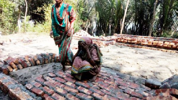 তালতলীতে ভেঙে পড়ল মুজিববর্ষের উপহারের ঘর
