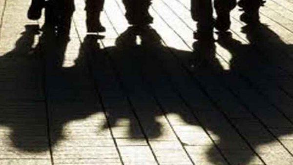 কিশোর গ্যাংয়ের হাতে লাগছে রক্তের দাগ,উদাহরণ হয়ে আছে বরগুনার নয়ন বন্ড