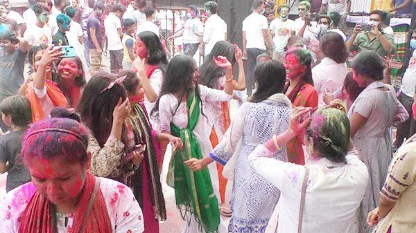 বরিশাল নগরীতে দোল উৎসব অনুষ্ঠিত