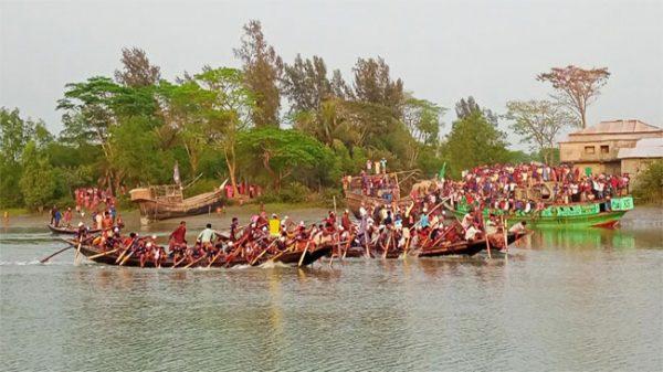 পটুয়াখালীর রাঙ্গাবালীতে ঐতিহ্যবাহী নৌকাবাইচ উৎসব