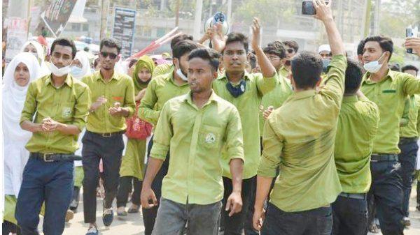বরিশাল নগরীতে কঠোর আন্দোলনে নার্সিং শিক্ষার্থীরা