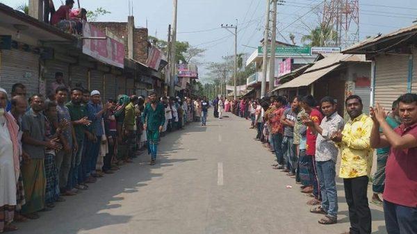 গাড়ী ভাংচুর করার প্রতিবাদে উত্তাল তজুমউদ্দিন