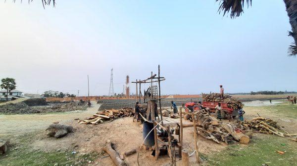 তালতলীতে আইনের তোয়াক্কা না করে অবৈধ ইটভাটা, হুমকিতে ফসলি জমি