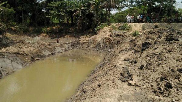 বরগুনায় পানি উন্নয়ন বোর্ডের খাল খননে অনিময়