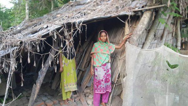 পিরোজপুরে ৩ সন্তানসহ ঝুপড়িতে ঝুঁকিপূর্ণ জীবনযাপন