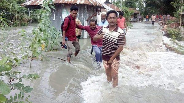 জোয়ারে ভাসল বরগুনা