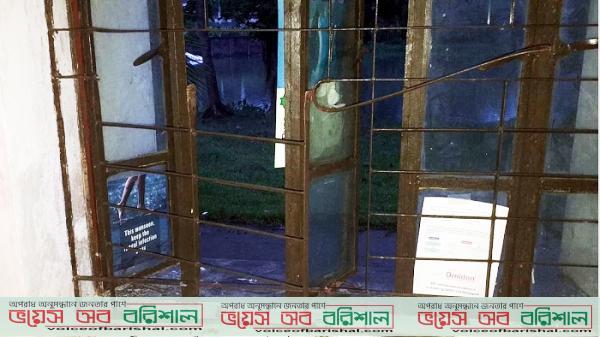 পিরোজপুরে গ্রিল কেটে ঘরে ঢুকে চিকিৎসককে মারধরের পর ডাকাতি
