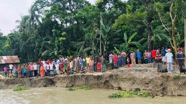 সন্ধ্যা নদীর ভাঙন: বিলুপ্তির পথে উজিরপুরের ৬ গ্রাম