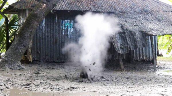 পাথরঘাটায় ভূগর্ভ থেকে গ্যাসের বিস্ফোরণ, আতঙ্ক