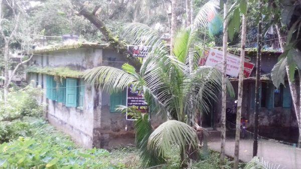 পটুয়াখালীর বাউফলে পোষ্ট অফিসের বেহাল দশা