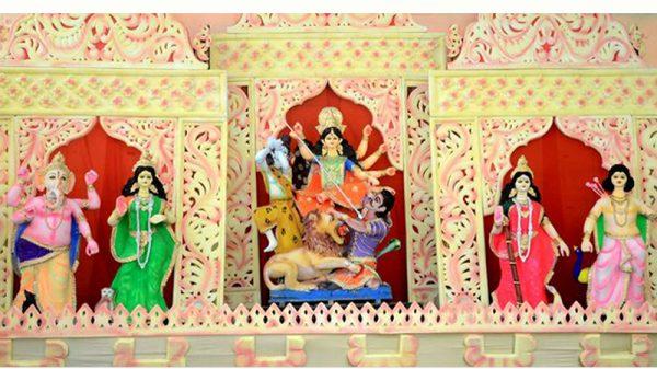 রোদ-বৃষ্টির মধ্যেই চলছে শারদীয় দুর্গোৎসবের প্রস্তুতি